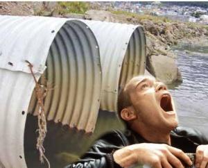 EL actor escoces seria adicto a salir de inodoros desde la filmación de Trainspotting y ahora va por más: nadar en la Bahía encerrada de Ushuaia.